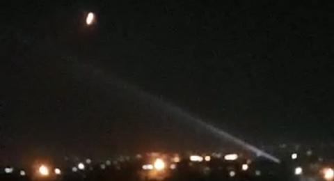 الدفاعات الجوية السورية تتصدى لصاروخ وتدمره في سماء مصياف