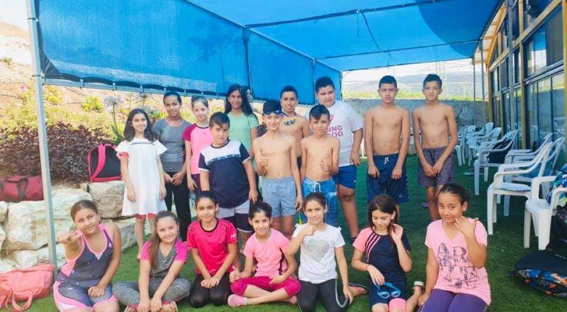 مجلس كفركنا يخرج ١٨٠ طالبا من دورات السباحة ضمن برنامج تحديات