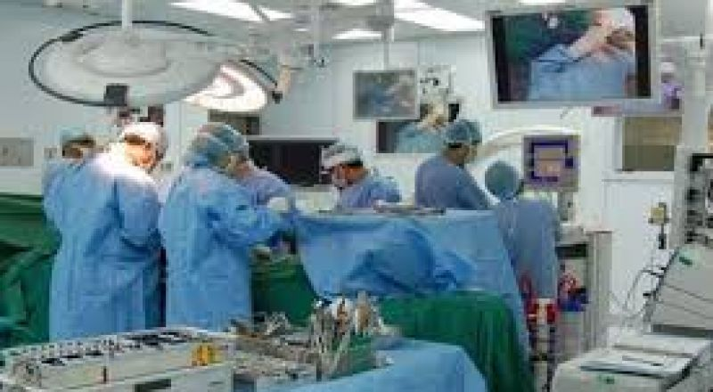 لاول مرة في اسرائيل اجراء عملية استبدال مفصل الركبة بواسطة جهاز آلي
