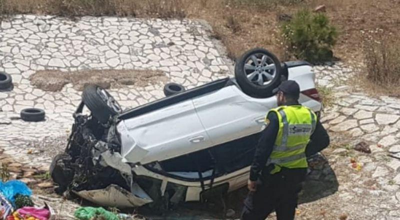 3 إصابات بينها خطيرة في انقلاب سيارة