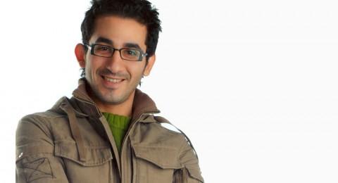 من تفوق على أحمد حلمي في أول أيام العيد؟