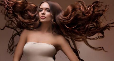 طرق بسيطة للحصول على شعر مموج بعيدًا عن استخدام الحرارة