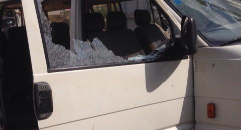 تكسير مركبة تابعة لعمال عرب من البعينة في برديس حنا