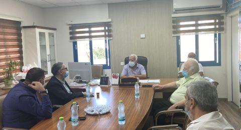 شحادة في بلدتي أبو سنان وكفرياسيف، استمرارًا لجولاته لمتابعة القضايا الاقتصاديّة