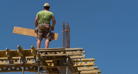 إجراءات الفصل من العمل تطال فئات جديدة من العاملين