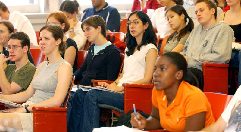 الحكومة تسقط قانون تعويض الطلاب...سخط بسبب غياب قسم من أعضاء المشتركة
