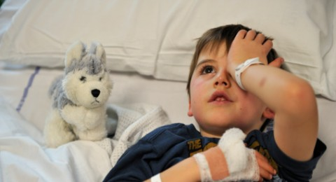 القدس : معالجة طفلين ابتلعا مخدر