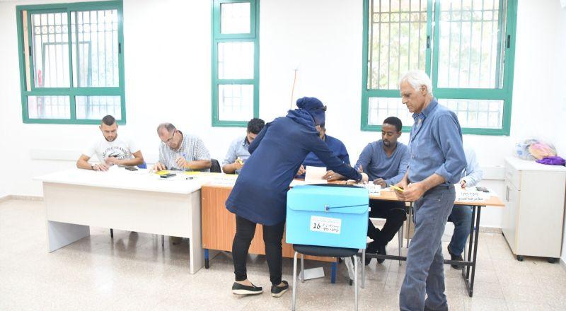 كفر قرع: بدء العمليّة الإنتخابيّة وسط إقبال ملحوظ من الأهالي