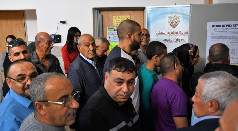كفر قرع: استمرار عمليّة التصويت وسط اكتظاظ شديد