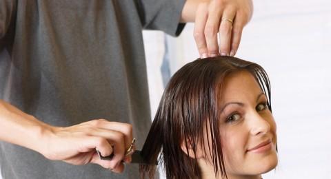 خبيرة تجميل: قص الشعر بشكل دورى يحميه من التقصف