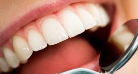 خلطات طبيعية لتبييض الأسنان في المنزل!
