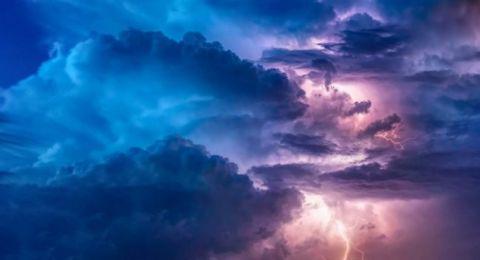 حالة الطقس: امطار غزيرة وعواصف رعدية
