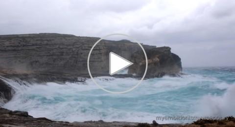 البحر يبتلع أهم معلم سياحي في مالطا