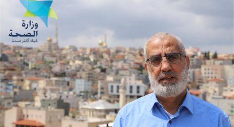 الشيخ هاشم عبد الرحمن يقدم خطبة الجمعة من على سطح بيته