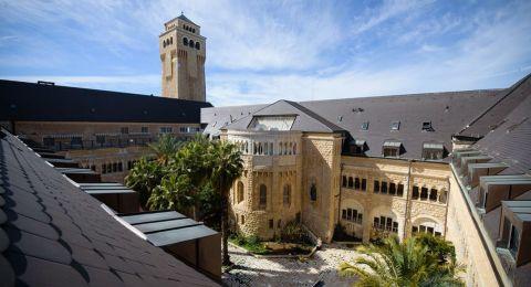 شبكة مستشفيات القدس تجدد قرارها بوقف زيارات المرضى وتشديد إجراءات الوقاية في المشافي