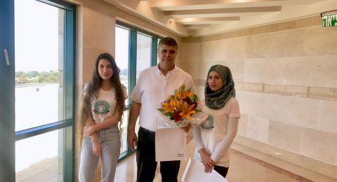 رئيس البلدية يشارك في تكريم طالبتين فحماويتين متميزتين في مدرسة التمريض هيلل يافه