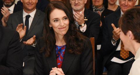 طفلة تقدم رشوة 5 دولارات لرئيسة وزراء نيوزيلندا لهذا السبب