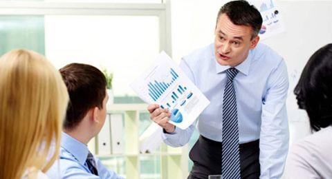 3 علامات تكشف أن رئيسك بالعمل لديه مشكلة شخصية معك