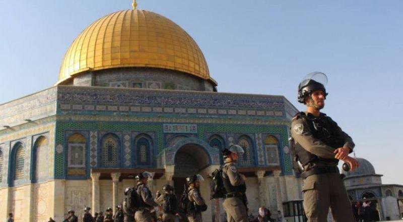 الشرطة الاسرائيلية تقتحم المسجد الأقصى وتمنع الاعتكاف به