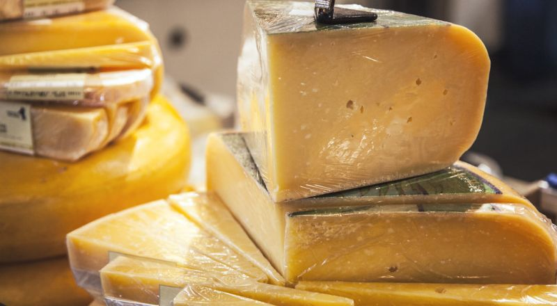 احذروا الإفراط في تناول الجبن