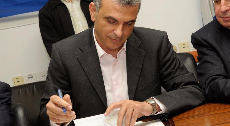 حسين الشيخ يلتقي وزير المالية موشي كحلون في القدس