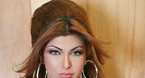 """البحرينية أميرة محمد: لم أجر عمليات تجميل.. وصورتي بـ""""البلاك بيري"""" مفبركة"""