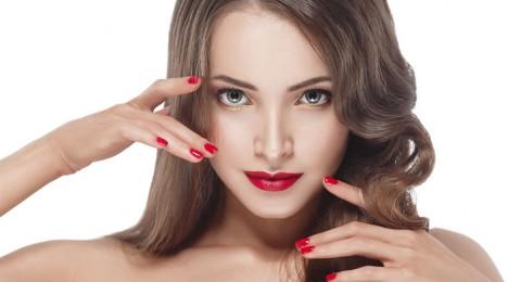 5 وسائل مجربة لتعطير الشعر وإنعاشه