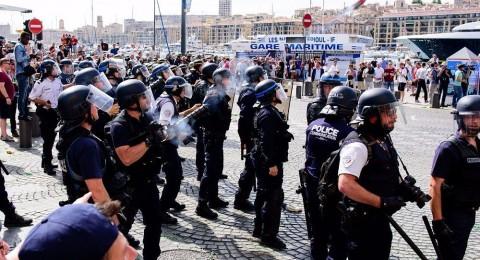 323 اعتقال .. أحكام بالسجن .. غضب روسي