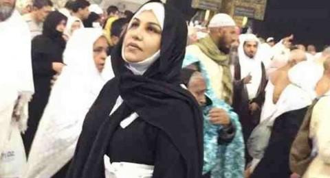 أحلام تؤدّي مناسك العمرة مع ابنها