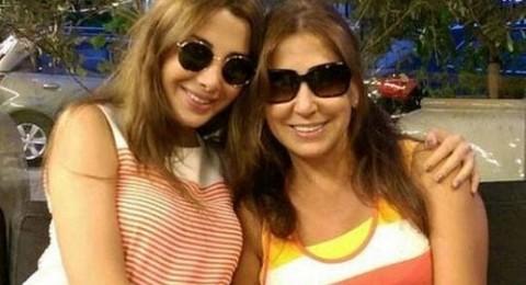 نانسي عجرم في صورة مع والدتها تظهر وكأنها اختها
