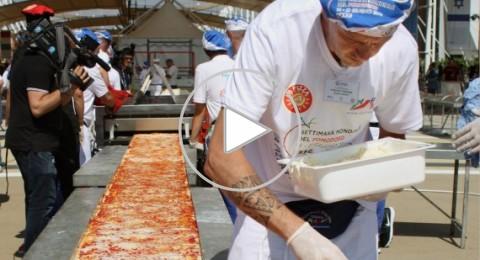 شاهد أطول بيتزا فى العالم تدخل موسوعة جينيس
