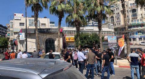 وقفة احتجاجية في مدينة رام الله ضد قرار إغلاق المحال التجارية