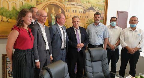 السفير الفرنسي يزور بلدية الناصرة
