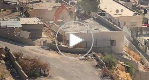 القدس: اليات إسرائيلية تهدم منزلا في جبل المكبر بحجة عدم الترخيص