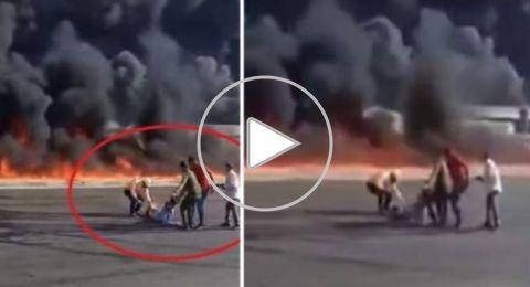لحظة إنقاذ مصري قبل أن تلتهمه النيران ونجاته من موت محقق