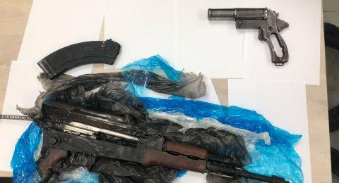 ضبط اسلحة ومخدرات في عرعرة واعتقال رجل وولديه
