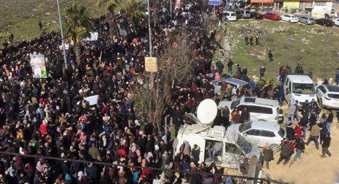 آلاف الفلسطينيين شلوا مدنًا في الضفة الغربية احتجاجًا على قانون التأمين الاجتماعي