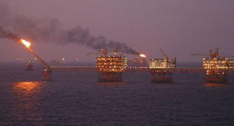 النفط يهبط 1% مع تراجع التجارة الصينية