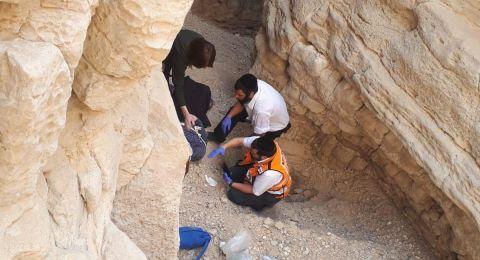 إصابة شابة اثر سقوطها في واد بصحراء النقب