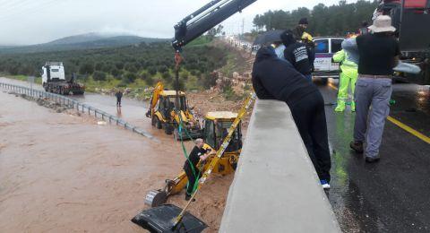 غرق شوارع وأحياء في بلدات طمرة وبلدات أخرى .. والمياه تسحب سيارتين قرب سخنين وعرابة