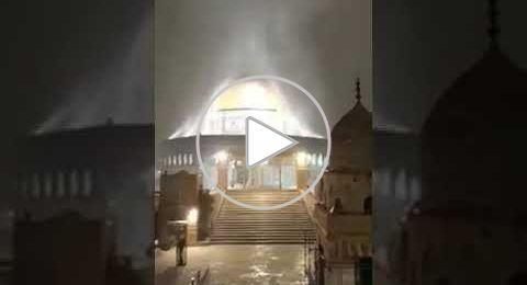 المسجد الأقصى يُغسل بالماء والثلج والبرَد