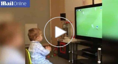 ردة فعل مثيرة من طفل بريطاني بعد أن سجل فريقه هدفاً على منافسه !