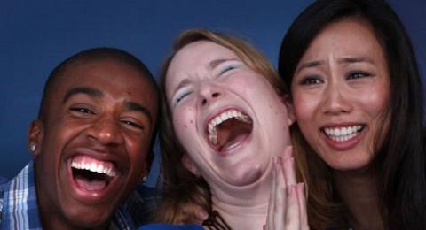 دراسة: الضحك قد يتفوق على التكنولوجيا بعلاج قرحة الساق