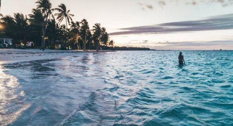 رحلة رومانسية إلى شواطئ دومينيكا المنعزلة
