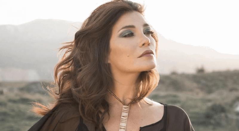 ممثلة لبنانية تُحدث ضجة على مواقع التواصل.. نشرت صورة جريئة مع زوجها والجمهور يُعلق