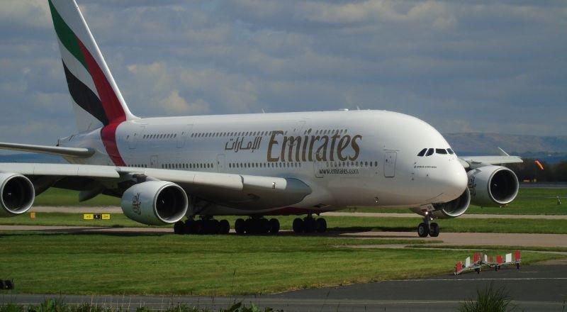 طيران الإمارات يسجل 5.5 مليارات دولار خسائر سنوية