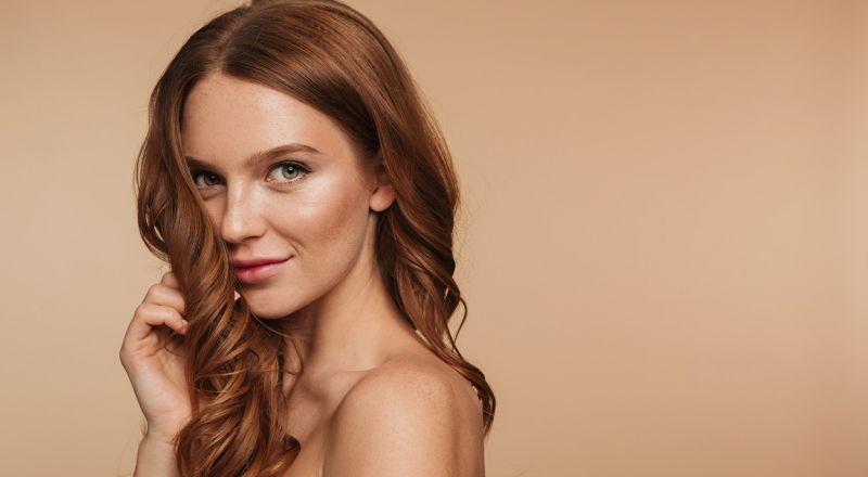4 أخطاء في الشعر قد تجعلك تبدين أكبر سناً
