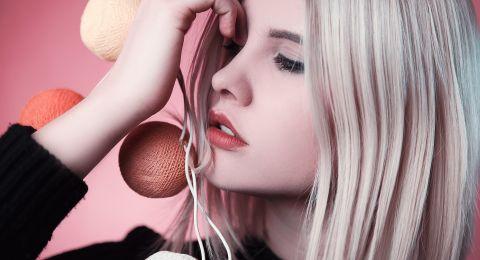 المكياج المثالي لصاحبات الشعر الأشقر