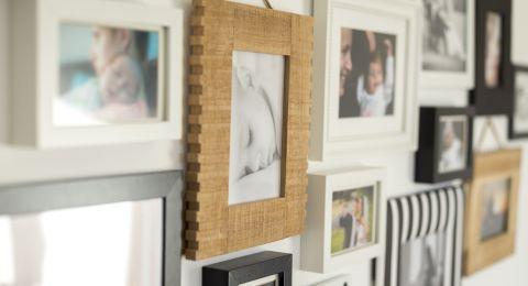 أفكار ديكور لعرض الصور العائلية في المنزل