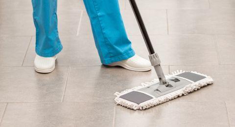 أخطاء شائعة في تنظيف الأرضيات السيراميك